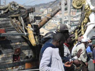 Venditori di prodotti contraffatti a Genova