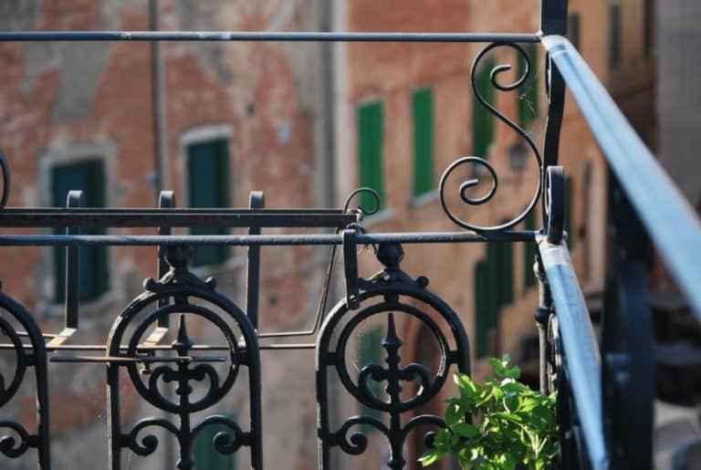 モンテプルチアーノのバルコニー