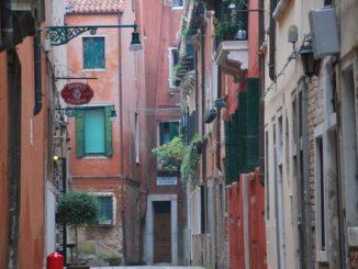 Italy, Venice – back lane, Nov. 2012