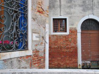 Italy, Venice – brown door, Nov. 2012