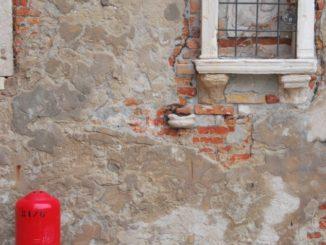 Italy, Venice – window, Nov. 2012