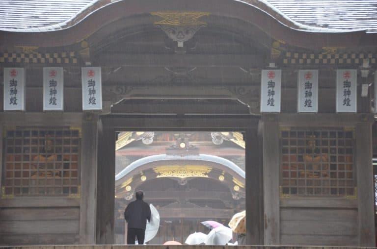 お饅頭を食べて、弥彦神社