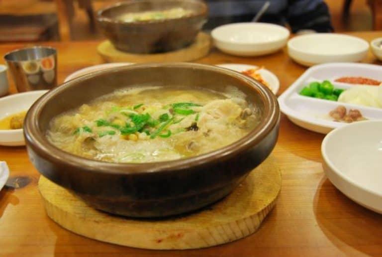 Un piatto della cucina coreana chiamato Samgyetang
