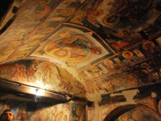 La chiesa in una grotta