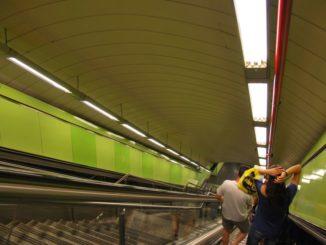 モダンな地下鉄