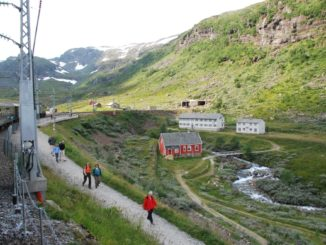 Norway, Flamsbana railway – walkers, 2009