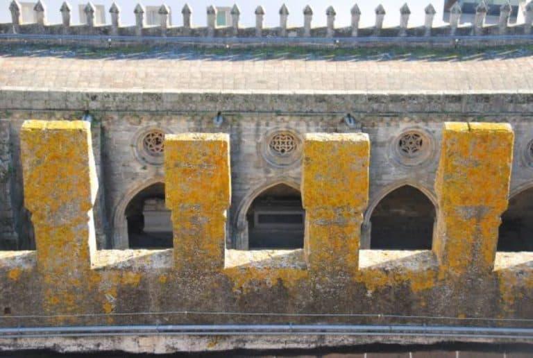 Alla cattedrale di Evora in Portogallo