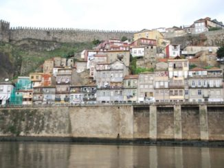Portugal, Oporto – houses on the opposite side 2009