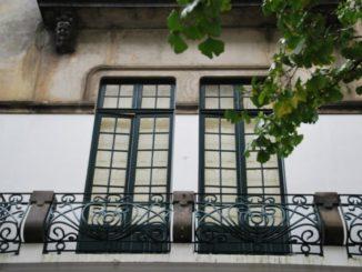 ポルトガル、ポルト-橋の下の家 2009年