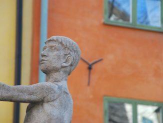 Sweden, Stockholm – statue of a boy, 2011