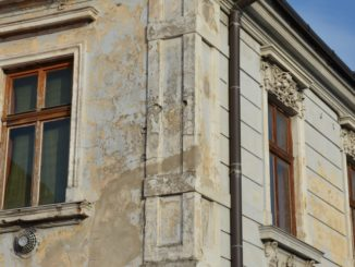 Modra – weathered house, May2016
