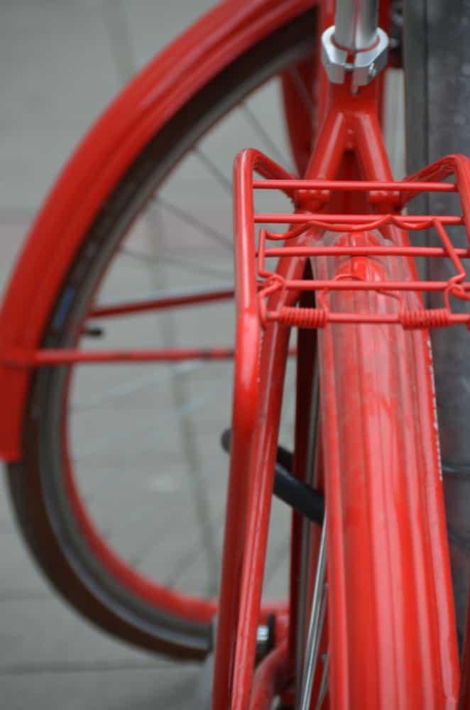 町ー赤い自転車 2016年5月 (ブラチスラバ)