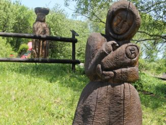 wooden statues, May2016