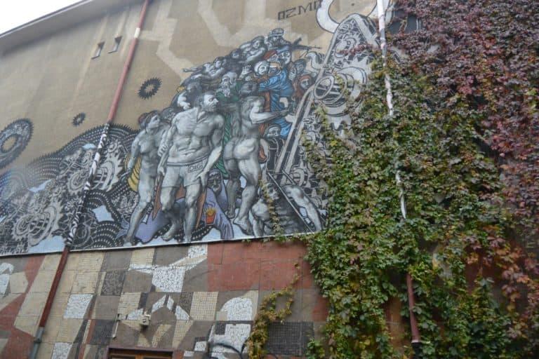 「最後の審判」風の壁の絵