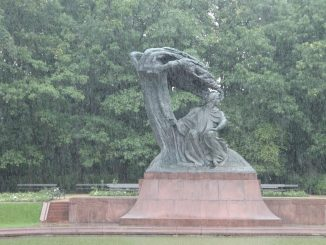 Poland, Warsaw – statue of Chopin in the rain, Aug.2016