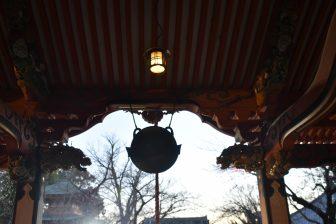 千葉県柏市のお寺、紅龍山布施弁天東海寺の本堂の鰐口