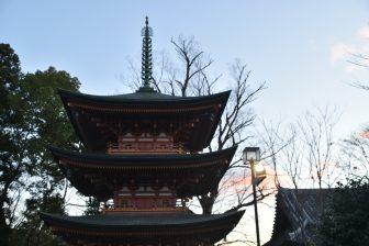千葉県柏市のお寺、紅龍山布施弁天東海寺の三重塔