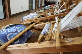 experienced Sakiori Weaving and Mumyouiyaki Pottery in the rainy day