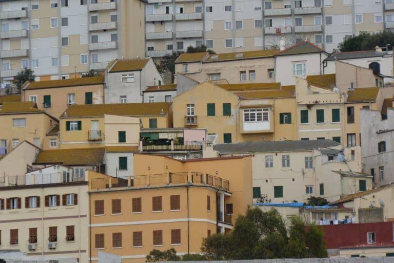 バスとタクシーを乗り継いでジブラルタルへ