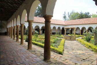 Convento, fósiles y resto arqueológicos