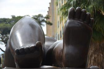 Medellin, Botero Plaza – feet, Dec.2016