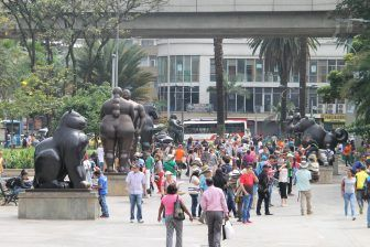 Medellin, Botero Plaza – people, Dec.2016