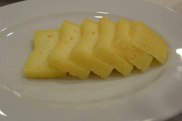 Olhao, restaurant – cheese, Feb.2017 (Olhão)