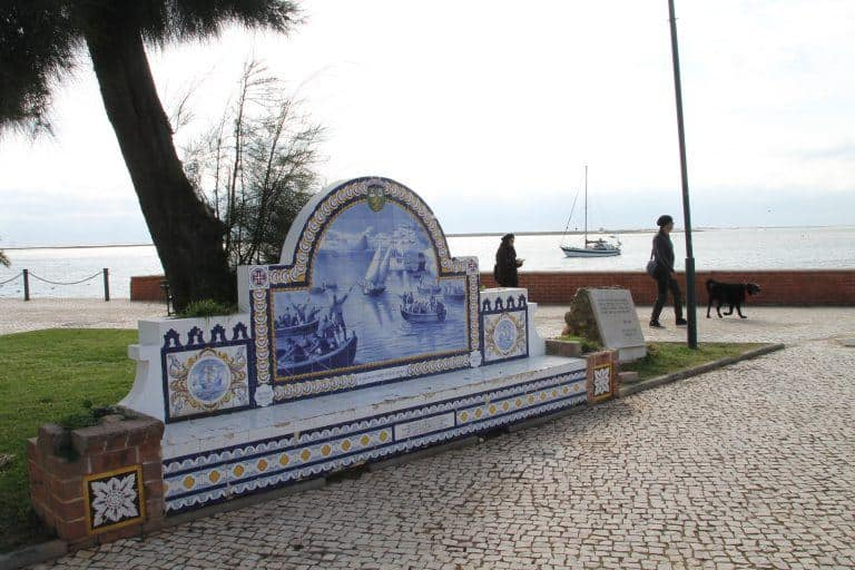 Olhao – ornate bench, Feb.2017 (Olhão)