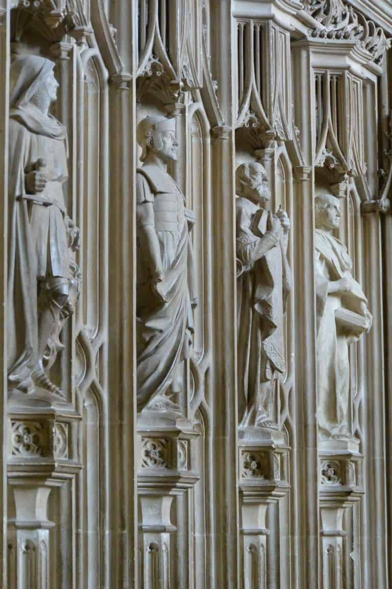 Winchester, cathedral – statue, Mar.2017 (Winchester)