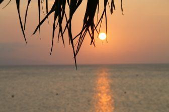 Il tramonto sulla spiaggia di Fusaki
