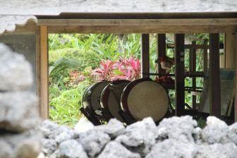 El museo al aire libre en la Isla de Ishigaki y el azul de la cerámica de Ishigaki