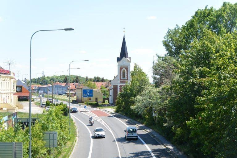 ミクロフ-道路と教会 2017年5月 (ミクロフ)