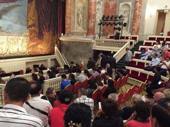 エルミタージュ劇場の観客