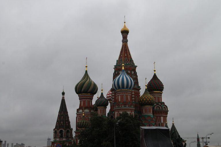 モスクワ、雨の市内観光
