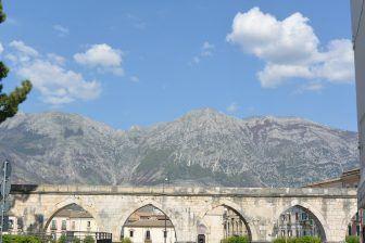 L'acquedotto medievale e la processione di Pasqua
