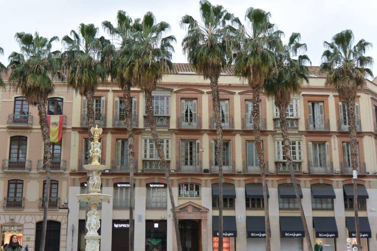 Il giro turistico per Malaga: la statua di Larios e altro.