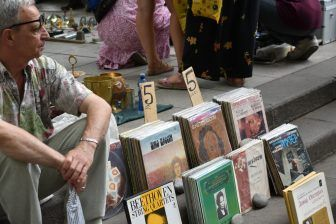 The Market That Sells 'Big CDs'