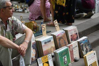 「大きいCD」が売っている市場