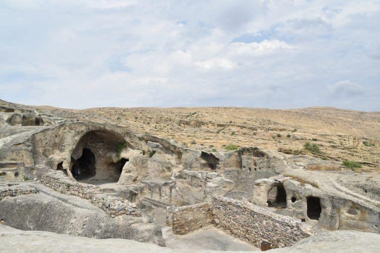 Cobre la ciudad cueva de Uplistsikhe y alrededores