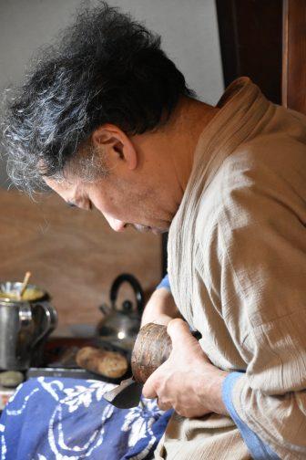 giappone-akita-kakunodate-aoyagi-intagliatore-ciliegio
