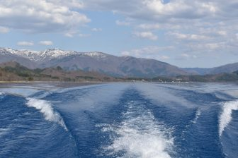 Japan-Akita-Lake Tazawa-blue-water-mountain-view