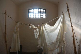 リンカーン城内の牢屋の一室