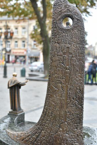 Shevchenko-lviv-leopoli-ucraina-statua