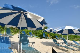giappone-miyakojima-hotel -ombrelloni-spiaggia
