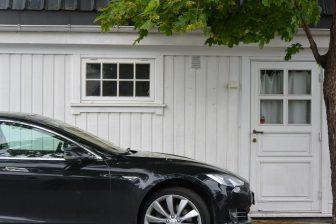 ノルウェー オスロ ビグドイ半島 家 電気自動車 テスラ