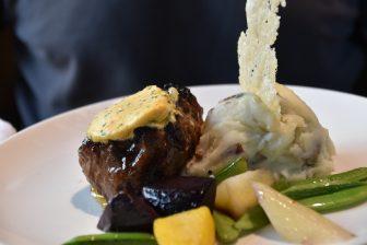 Canada-Toronto-Reds restaurant-steak-garnish