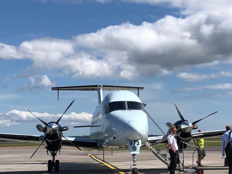 小さい飛行機でプリンス・エドワード島を発つ