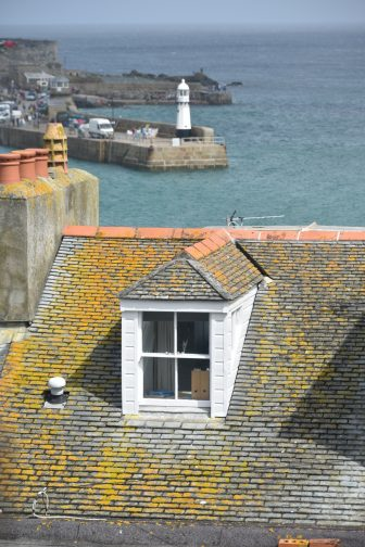 England-Cornwall-St Ives-house-roof-yellow-sea-lighthouse