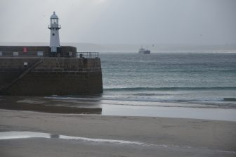 England-Cornwall-St-Ives-faro-bassa-marea