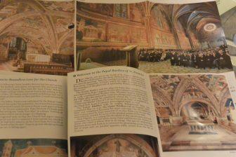 アッシジの聖フランチェスコ大聖堂のパンフレット